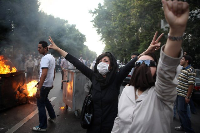 Iranian+Protesters+Clash+Security+Forces+LHy9gr75H8bx